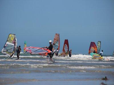 Corso Windsurf Junior 7-12 anni a Bari (5 giorni)