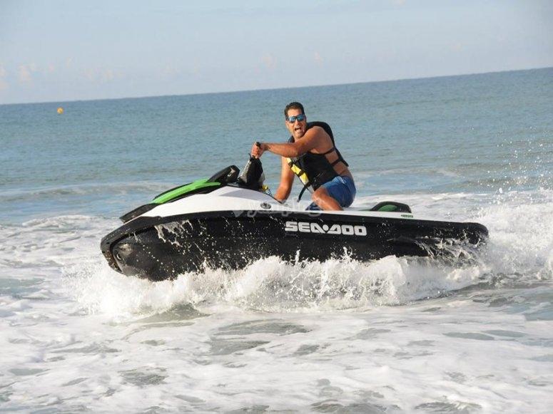 Venite a divertirvi con le nostre moto d'acqua