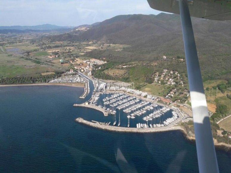 Il porto di Scarlino dall'alto