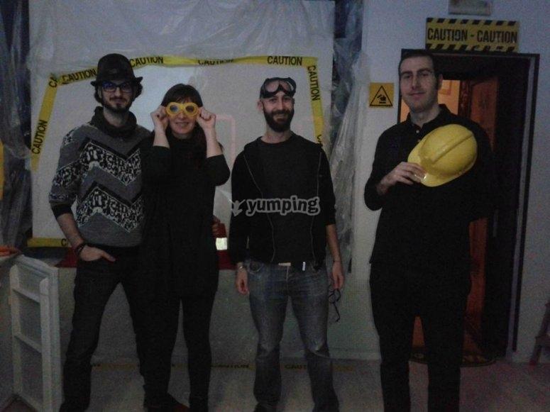 Foto di gruppo nell'escape room