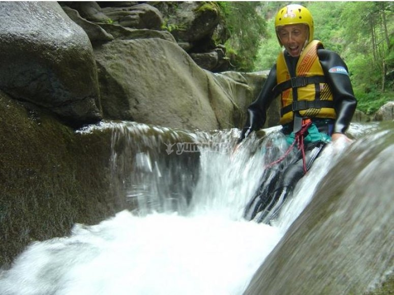 Scivolando nel torrente