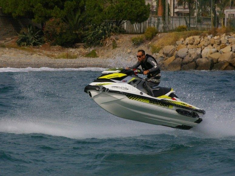 Cavalcando il Mar Ligure