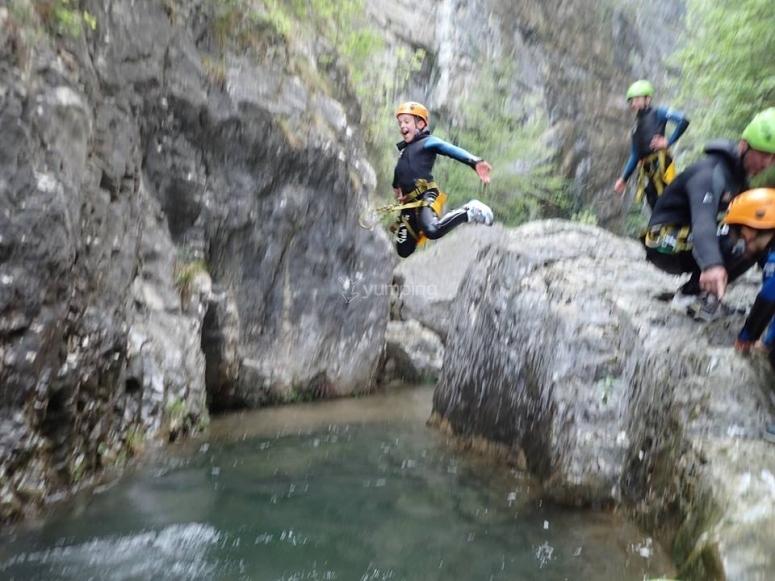 Un bel salto nell'acqua
