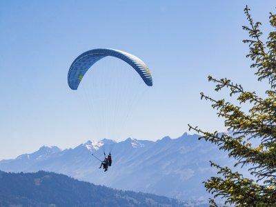 Paragliding flight to Plan Praz (15 min), Pila