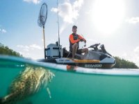 pesca dalla moto d'acqua