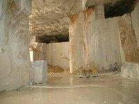 Cava di marmo coperta
