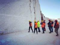 Tutti insieme per vedere il marmo delle Alpi Apuane