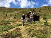Mountain bike lungo I sentieri
