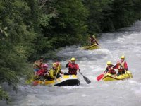 Divertiti In Compagnia Con Il Rafting