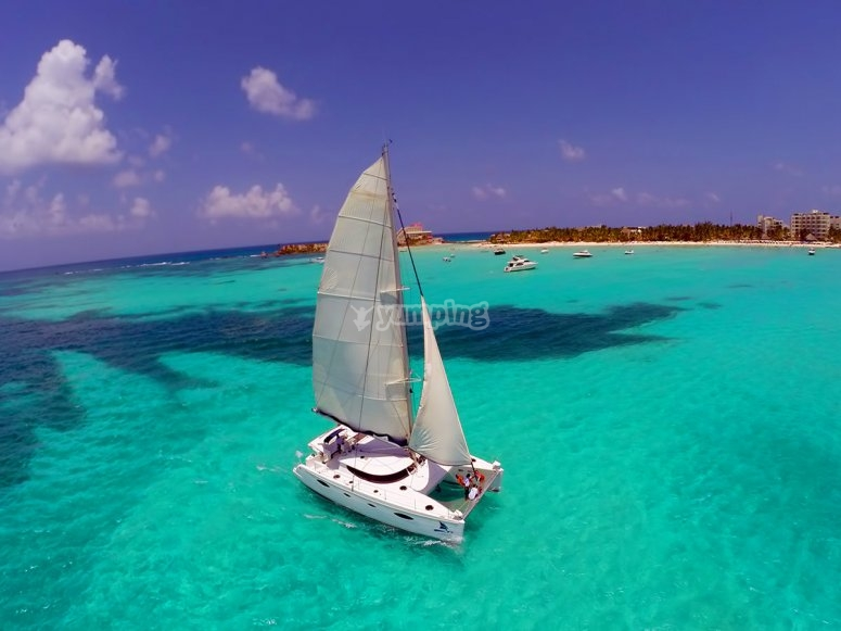 veleggiare in acque cristalline