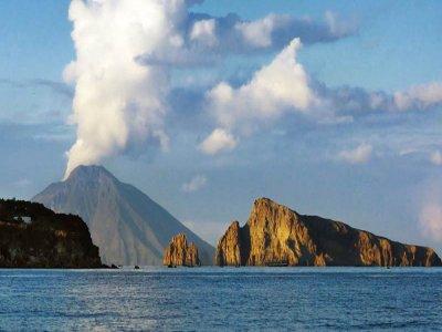 Escursione in barca a  Panarea e Stromboli di 11h