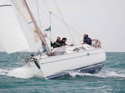 Escursione in barca a Ostia con aperitivo 3 ore
