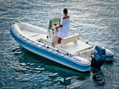 Noleggio barca di 4,70m senza patente alle Eolie