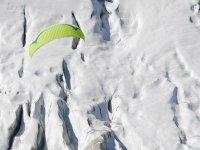 Parapente dans la neige