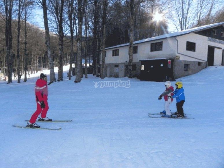 sciando con i piccoli