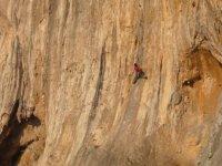 Arrampicare su roccia