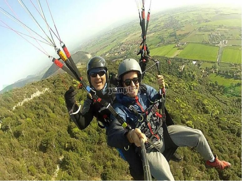 paragliding in Tuscany