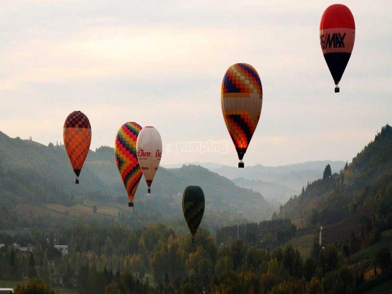 mongolfiere in volo.jpg