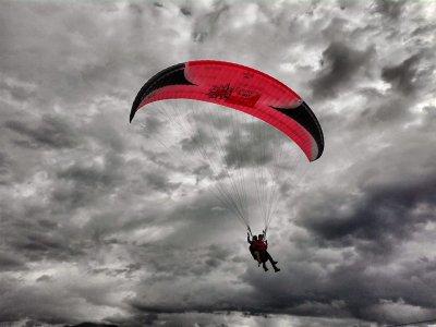 Volo in parapendio con video (15 minuti) , Brunico