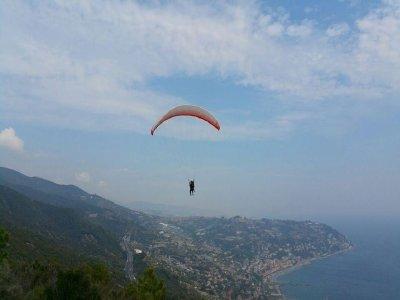 Volo in parapendio tandem di 20 minuti a Sanremo