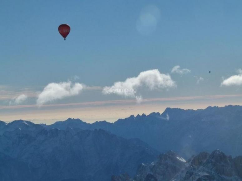 Le Dolomiti dall'alto in un volo di attraversata!