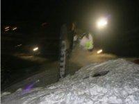 Snowboard in notturna