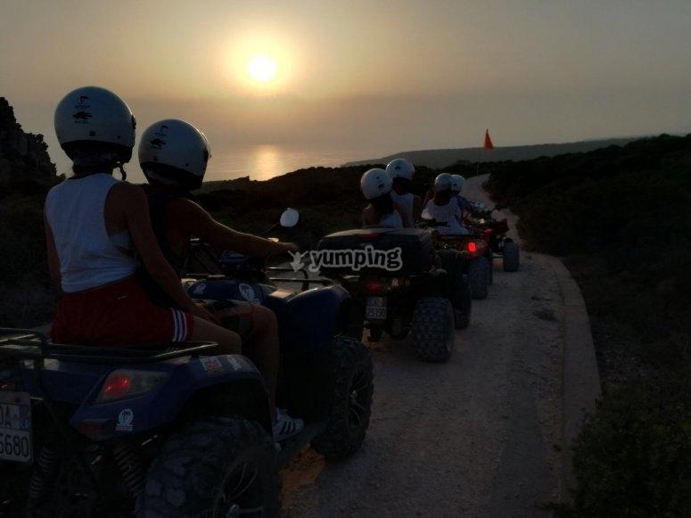 Al tramonto sul quad
