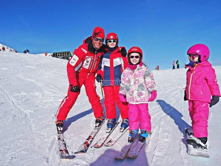 il corso di sci alpino è per tutta la famiglia