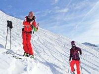 il nostro istruttore ti spiegherá la posizione da mantenere sugli sci