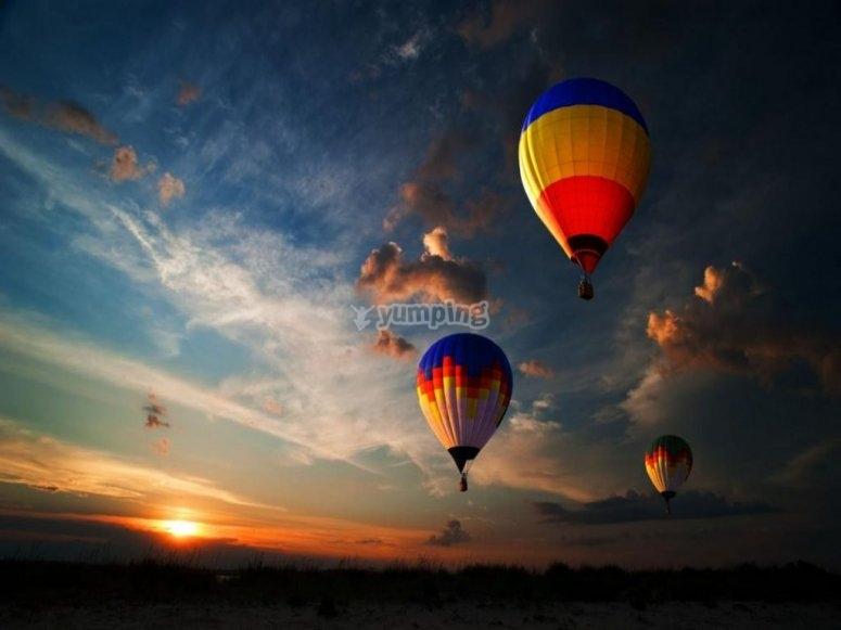 volo in mongolfiera serale
