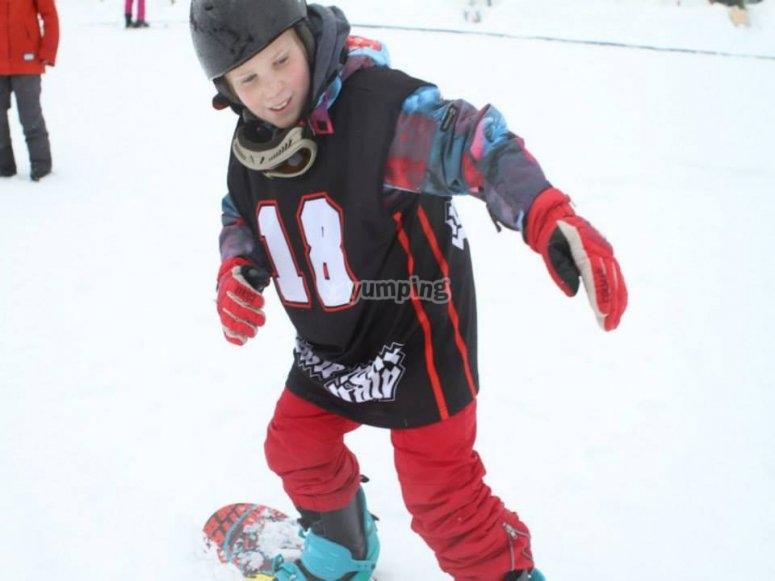 Il tuo bambino apprenderá tutte le tecniche dello snowboard
