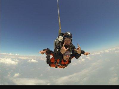 Lancio paracadute tandem di circa 1 ora a Torino