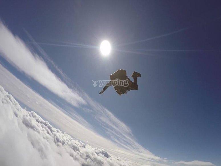 cadere sulle nuvole