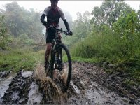 dans la boue