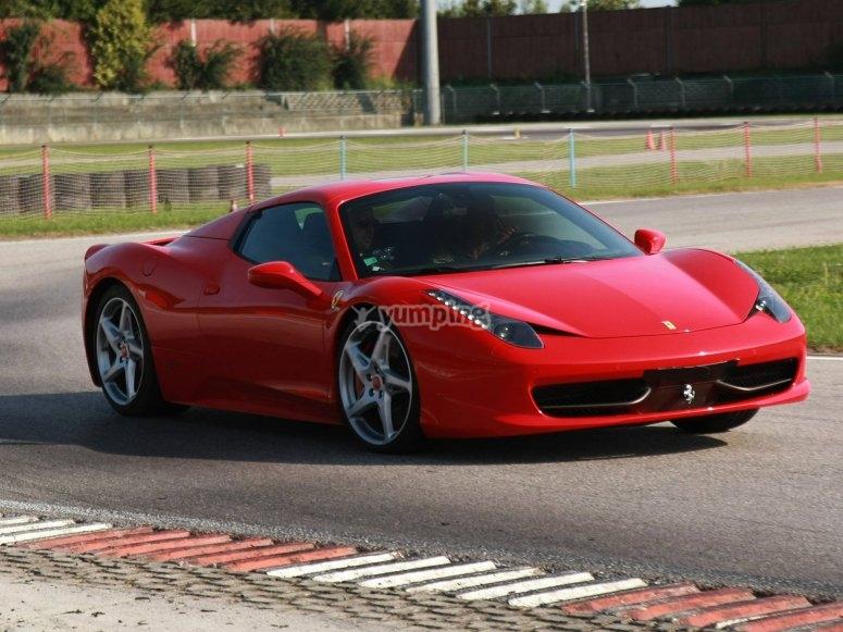 La nostra 458 Italia in pista!