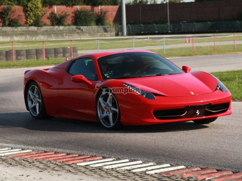 Una curva della 458 Italia
