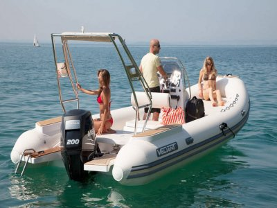Inflatable boat without a license in the Flamingo beach 2 hours