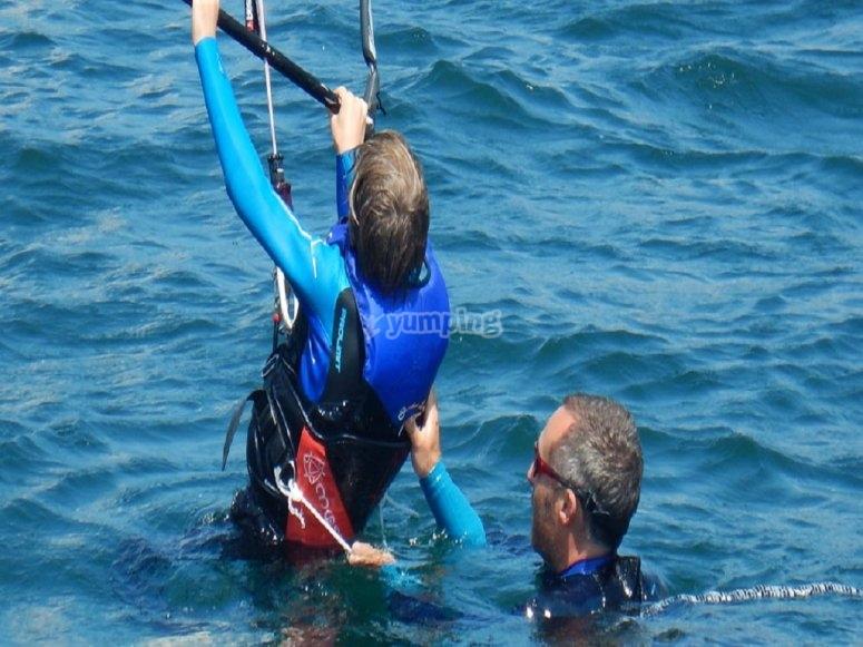 Lezione di kitesurf con bambini