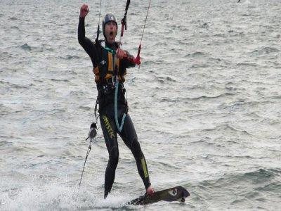 Una lezione di kitesurf a Colico da 90 minuti