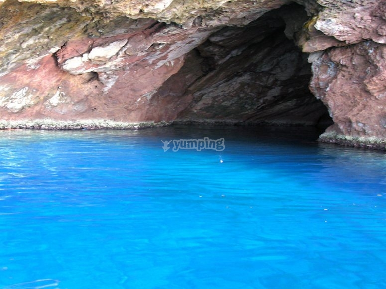 La grotta dell'isola di Capraia