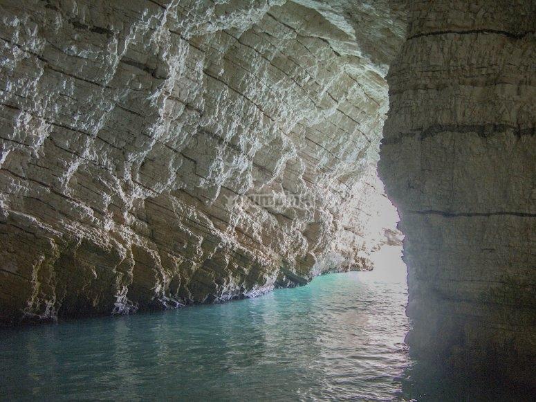 Le luci nella grotta