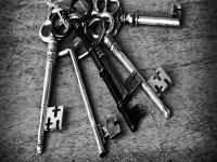 qual è la chiave che aprirá la porta d'uscita?
