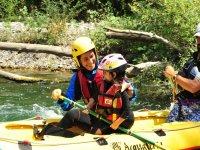 Un sorriso su una canoa