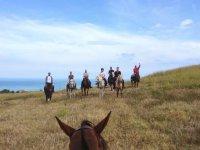 A cavallo di ritorno dal mare