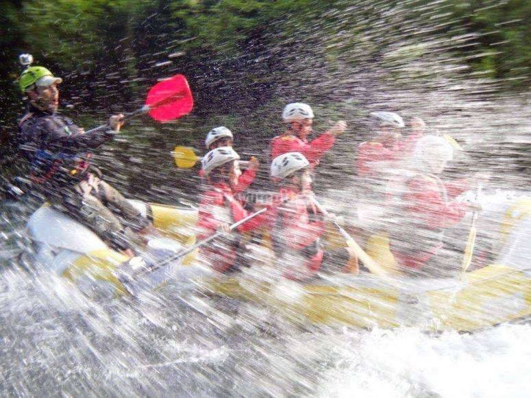 Group rafting on the Tanagro river
