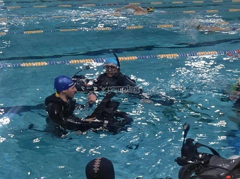 Sessioni di ripasso in piscina del Open Water Diver