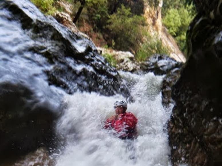 Scivolare tra le cascate