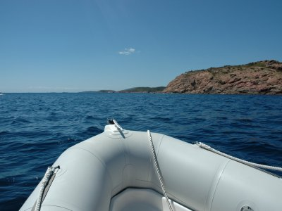 A day on a dinghy without a license in Tuscany