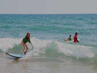 Le prime lezioni di surf