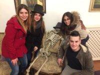 Quattro amici ed uno scheletro